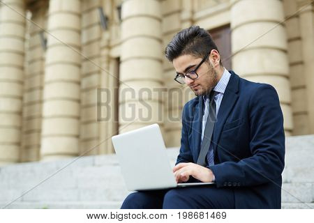 Unemployed specialist looking for job in the internet after graduation