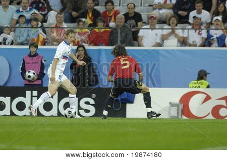 INNSBRUCK - JUNE 10: Carles Puyol of Spain (in red) & Roman Pavlyuchenko of Russia (in white) during the match Spain-Russia 4:1 Euro2008 Group D. June 10, 2008, in Innsbruck, Austria