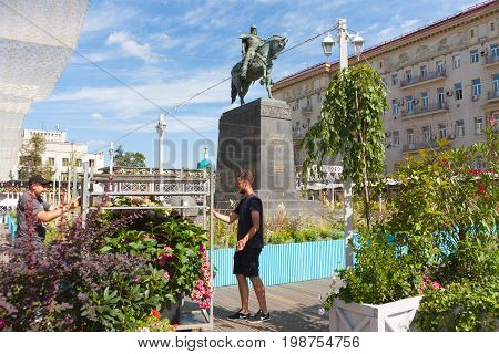 MOSCOW - AUGUST 7: Gardeners installing flower beds in Tverskaya Square during
