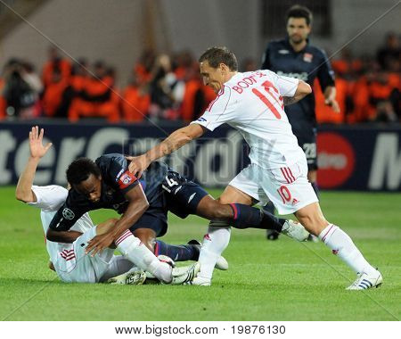 BUDAPEST - SEPTEMBER 29: Varga (L) Sidney (14) and Bodnar in action at the UEFA Champions League football game Debrecen vs Lyon, September 29, 2009 in Budapest, Hungary.