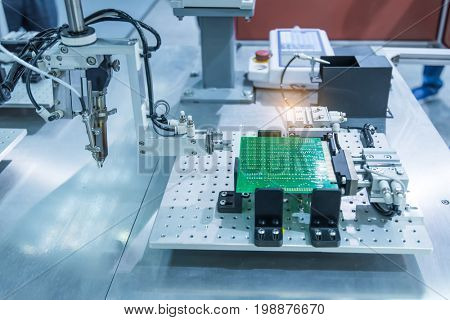 robotic system for automatic checking of printed circuit boards