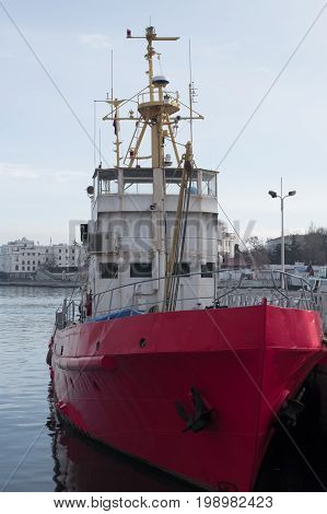 Tow in red and white color in the city bay