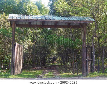 Portón Grande , Camino Hacia La Hacienda