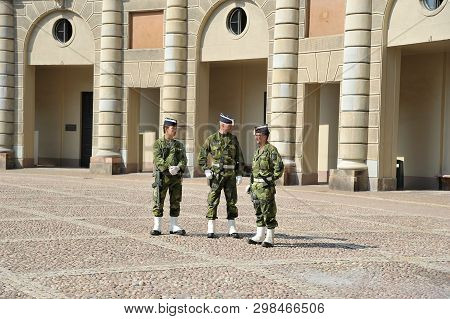 Stockholm, Sweden - August 17, 2018: Sentry At The Royal Palace In Stockholm
