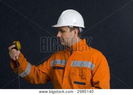 Miner überprüfen seine Lampe