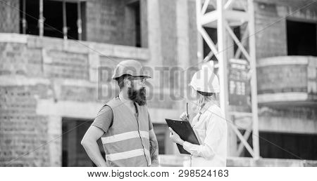 Discuss Progress Project. Safety Inspector Concept. Inspector And Bearded Brutal Builder Discuss Con