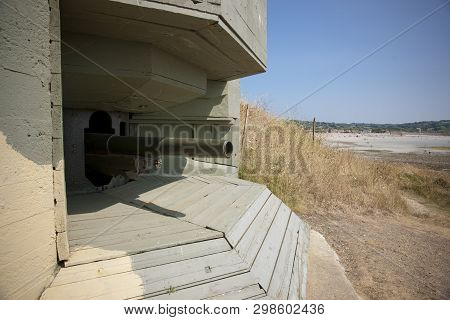 Fort Hommet 10.5 Cm Coastal Defence Gun Casement Bunker, Guernsey, Uk - July 2013