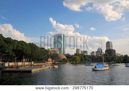 Boston, Massachusetts, Usa - 18th July 2014 : Beautiful View Of John Hancock Tower And The Charles R