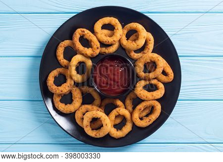 Crunchy Fried Onion Rings And Ketchup