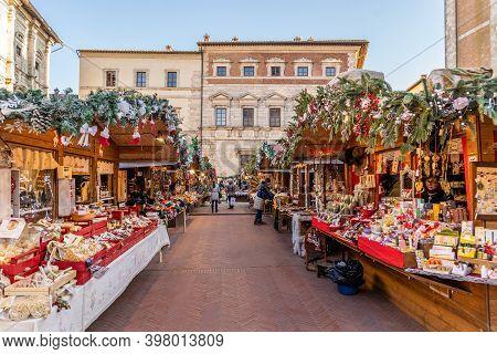 Montepulciano, Tuscany, Italy, December 2019: Christmas Market In Montepulciano, Piazza Grande, The