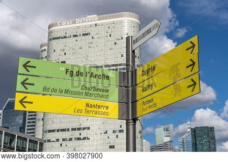 Paris, France - Jun 13, 2020: Guidepost In La Defense Area In Sunny Afternoon