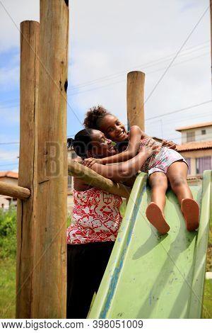 Mata De Sao Joao, Bahia Brazil - October 1, 2020: Black Woman And Her Daughter Are Seen In A Popular