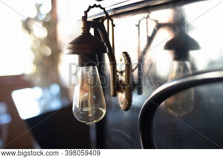 Vintage Light Bulb Close Up. Close Up Image Of Vintage Light Bulb. Light Bulb Background. Vintage Li
