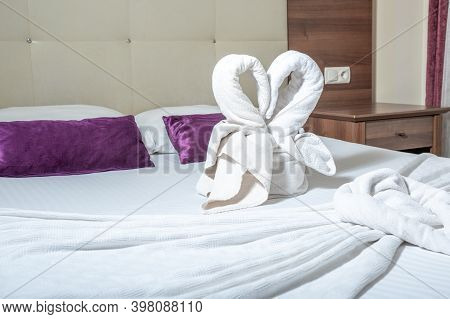 Figure Of Towels On The Bed. Two Towel Swans Two Swans Made Of Towels Forming Heart Shape On Bed