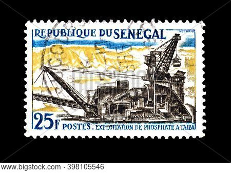 Senegal - Circa 1964 : Cancelled Postage Tamp Printed By Senegal, That Shows Exploitation Of Phospha
