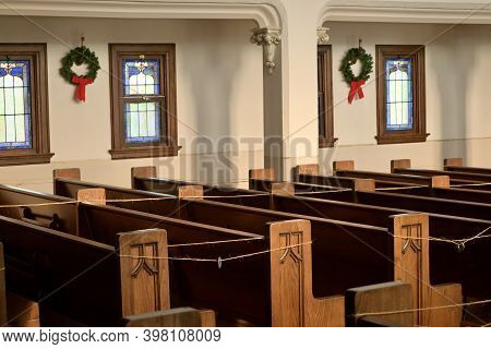 Kenyon, Mn, Usa, November 27, 2020. Interior Of Holden Lutheran Church Decorated For Christmas With