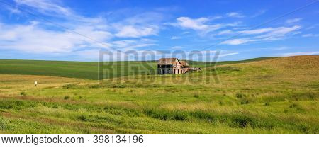 Old abandoned barn in the middle of rolling hills of Palouse, Washington