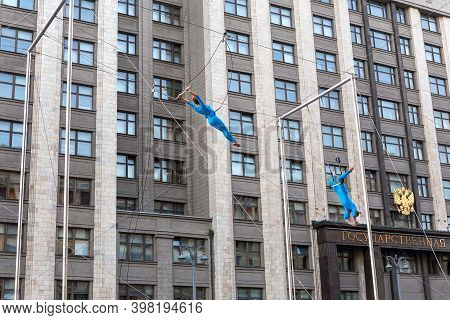 Moscow, Russia, June 16, 2019: A Pair Of Aerial Gymnasts Perform Tricks On A Trapeze In Front Of The