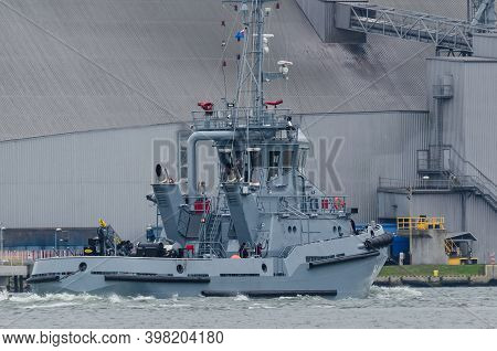 Swinoujscie, West Pomeranian - Poland - 2020: A Tugboat Of The Polish Navy Is Maneuvering In The Por