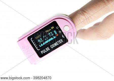 Portable Digital Fingertip Pulse Oximeter With Led Display On Finger, Blood Oxygen Saturation Monito