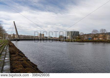 Pontevedra, Galicia / Spain - 2 December 2020: The Ponte Dos Tirantes On The Pontevedra River And Th