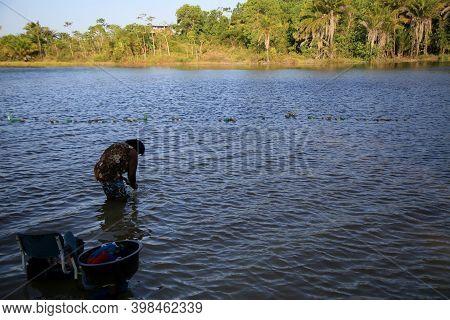 Mata De Sao Joao, Bahia Brazil - September 29, 2020: A Black Woman Is Seen Washing Clothes At The Sa
