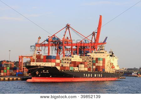 YANG MING's container ship