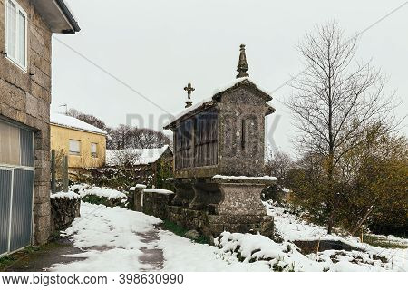 Dozón, Pontevedra, Spain; December, 04 2020: First Snowfall Of The Year In Dozon; Pontevedra, Spain