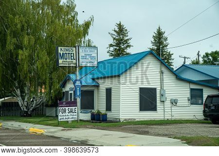 Sheridan, Montana - June 29, 2020: Sign And Building For The Kings Motel And Flyshop