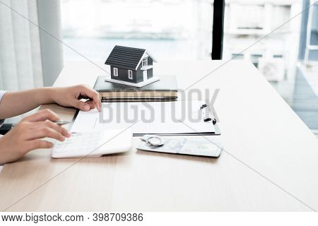 Agents Working In Real Estate Investment And Lease Contracts, Contract Home Insurance Home Purchase
