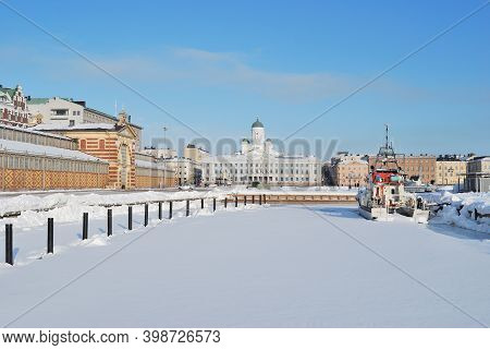 Finland. Wonderful Cold Sunny Winter Day In Helsinki