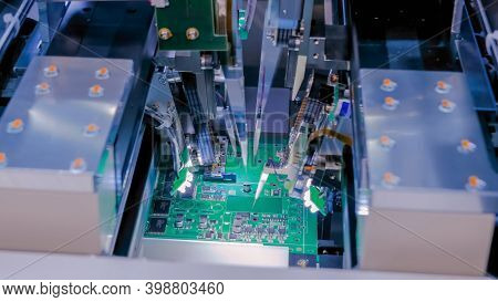 Flying Probe Test - Automation Machine Equipment For Quality Testing Of Printed Circuit Boards At Fa