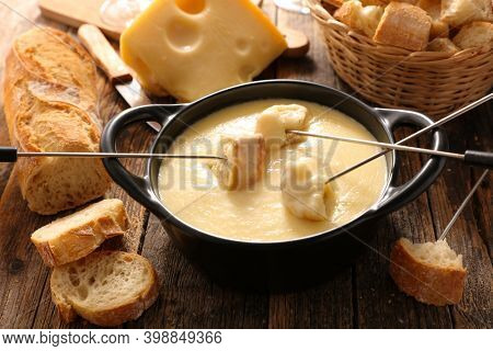 cheese fondue with wine and baguette