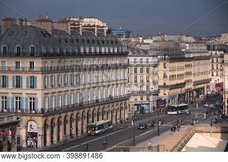 Paris, France - July 22, 2011: People Visit Rue De Rivoli In Paris, France. Paris Is The Most Visite