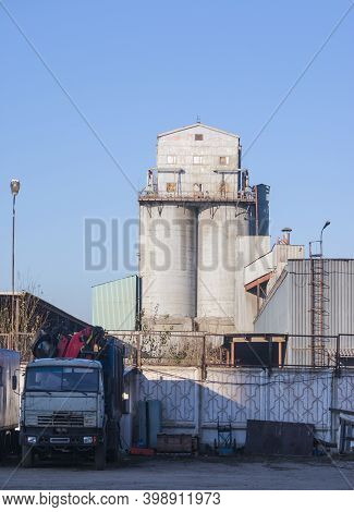Cement Elevator For Storage Of Cement And Production Of Mixtures And Solutions Based On Cement. Indu