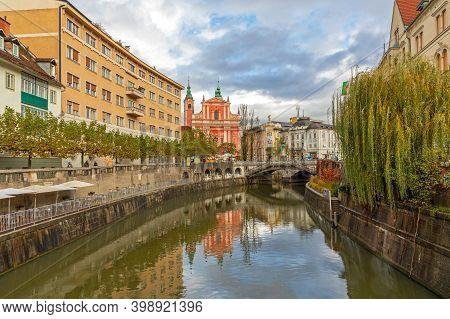 Ljubljana, Slovenia - November 4, 2019: Ljubljanica River At City Center Cloudy Autumn Weather In Lj