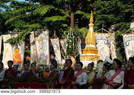 Khon Kaen,thailand - November 29 , 2019 : Unidentified People Of Traditional Buddhist Parade While P