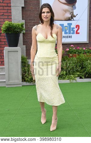 LOS ANGELES - JUN 02:  Lake Bell {Object} arrives for 'The Secret Life Of Pets 2'  Premiere on June 02, 2019 0 in Westwood, CA