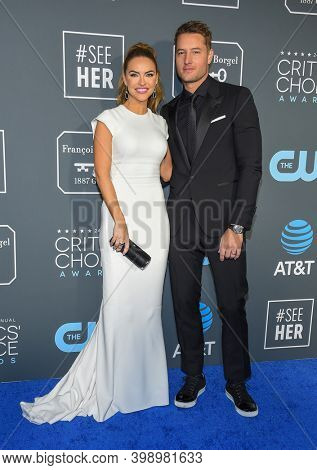 LOS ANGELES - JAN 13:  Chrishell Stause and Justin Hartley {Object} arrives for '24th Annual Critics' Choice Awards on January 13, 2019 0 in Santa Monica, CA