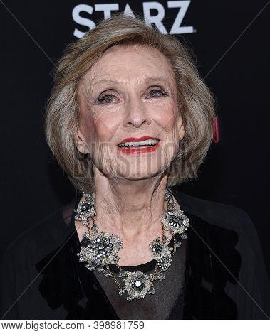 LOS ANGELES - APR 20:  Cloris Leachman arrives for  Starz' 'American Gods' Premiere on April 20, 2017 in Hollywood, CA