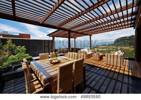 Innenarchitektur: schöne Terrasse Lounge mit Pergola