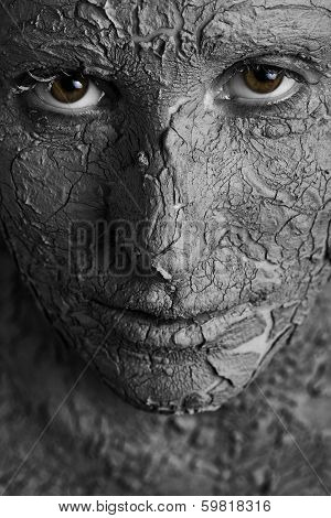 Statuesque woman with fissured skin