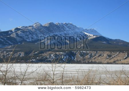 beautiful rocky mountains in canada