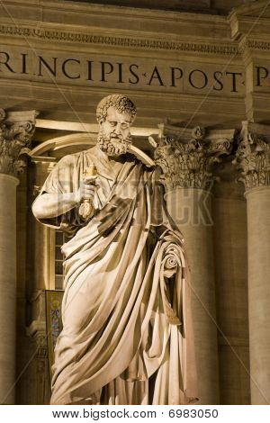 hl. Peter - statue in Vatican - night