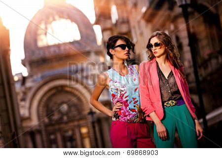 Outdoor Fashion Street Young Women