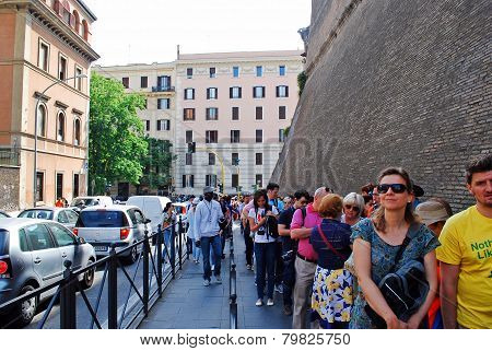 Long Line To Vatican Museum On May 30, 2014