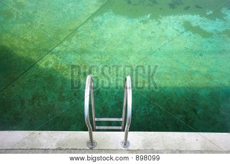 Swimming Pool Chrome Green_Mg_087301