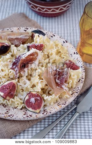 Pasta ribbons with ham and figs