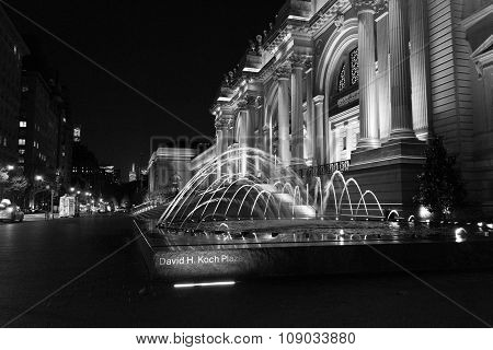 David H Koch Plaza In Black And White