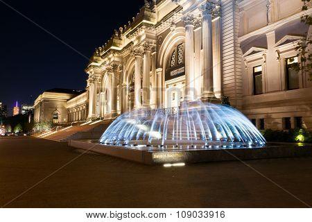 Water In Movement In Front Of The Met